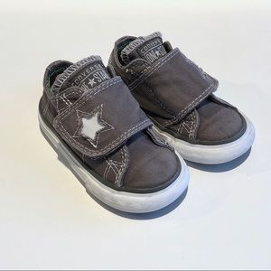 Converse One Star velcro tennis shoes